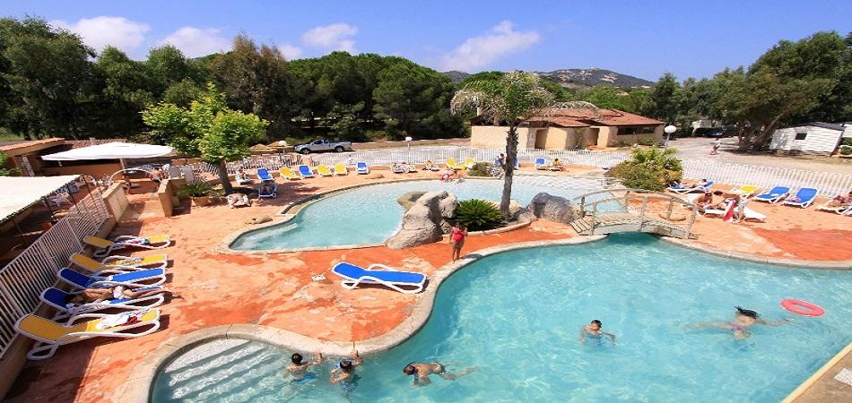 Où trouver un camping avec piscine en Corse ?