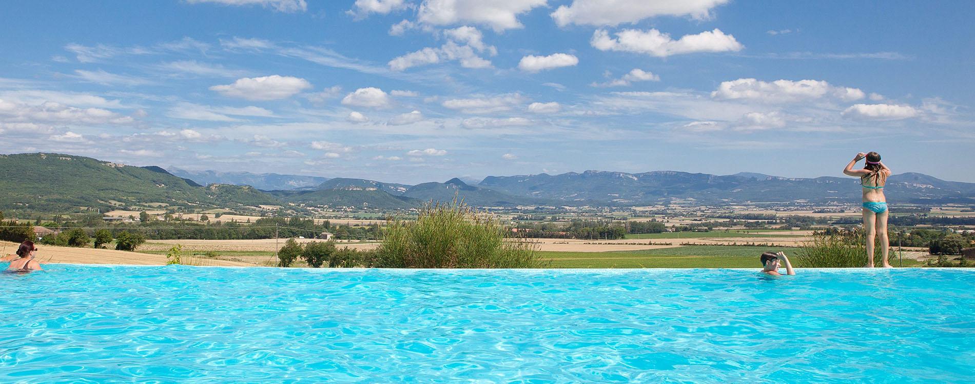 Villégiature dans la Drôme : quel camping avec piscine choisir ?